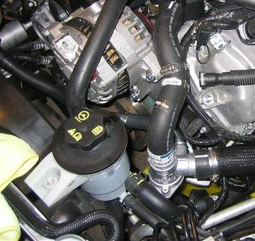 05-09 MUSTANG ZBIORNICZEK PŁYNU WSPOMAGANIA GT V6