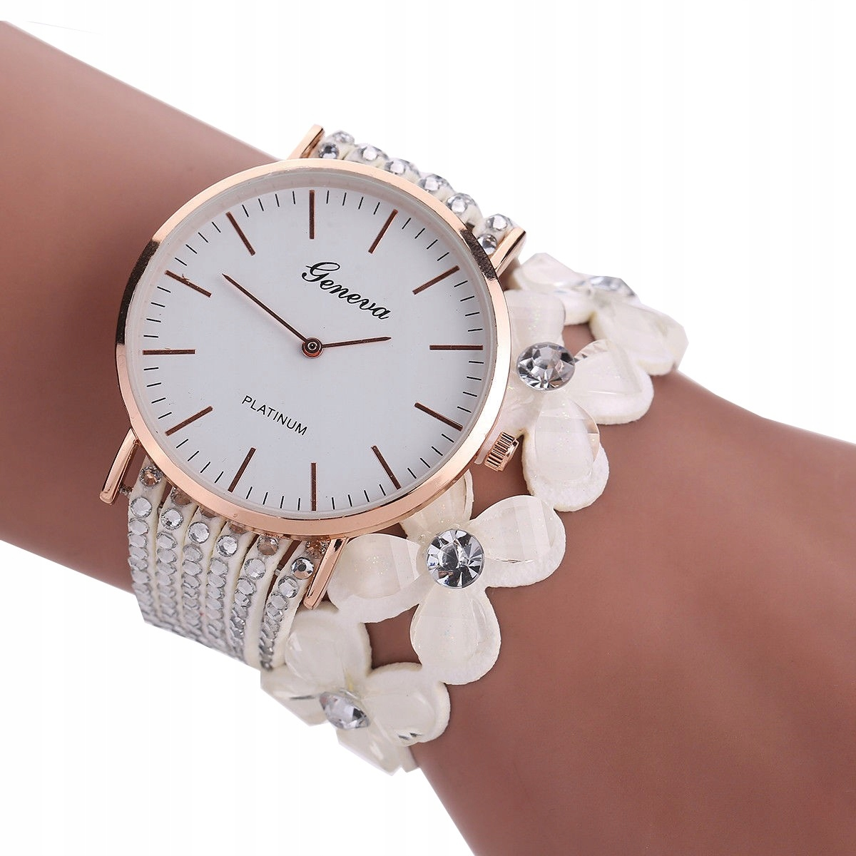 Item WOMEN's WATCH the HAND ON the BRACELET A215 WHITE