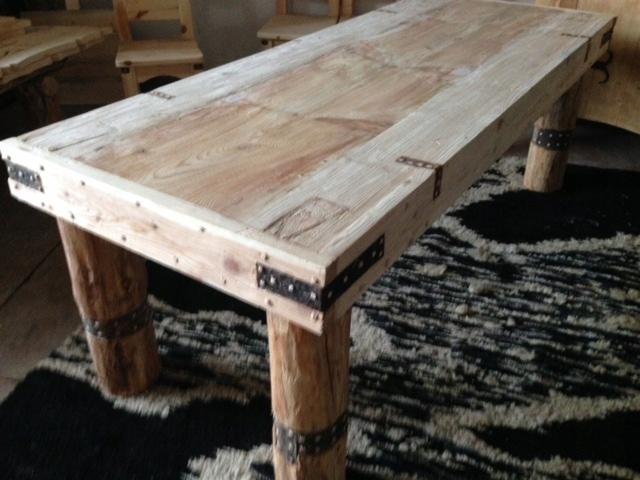Retro rustikálny vidiecky drevený kuchynský nábytok