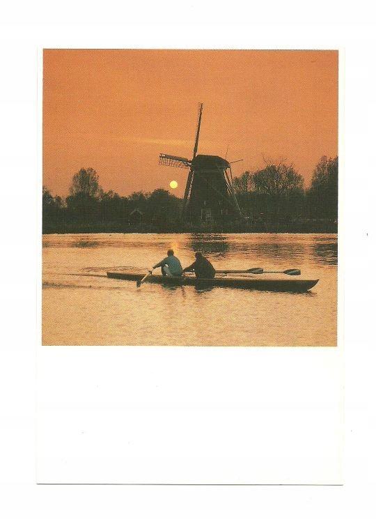 Pocztówka - Wioślarze i wiatrak o zachodzie słońca
