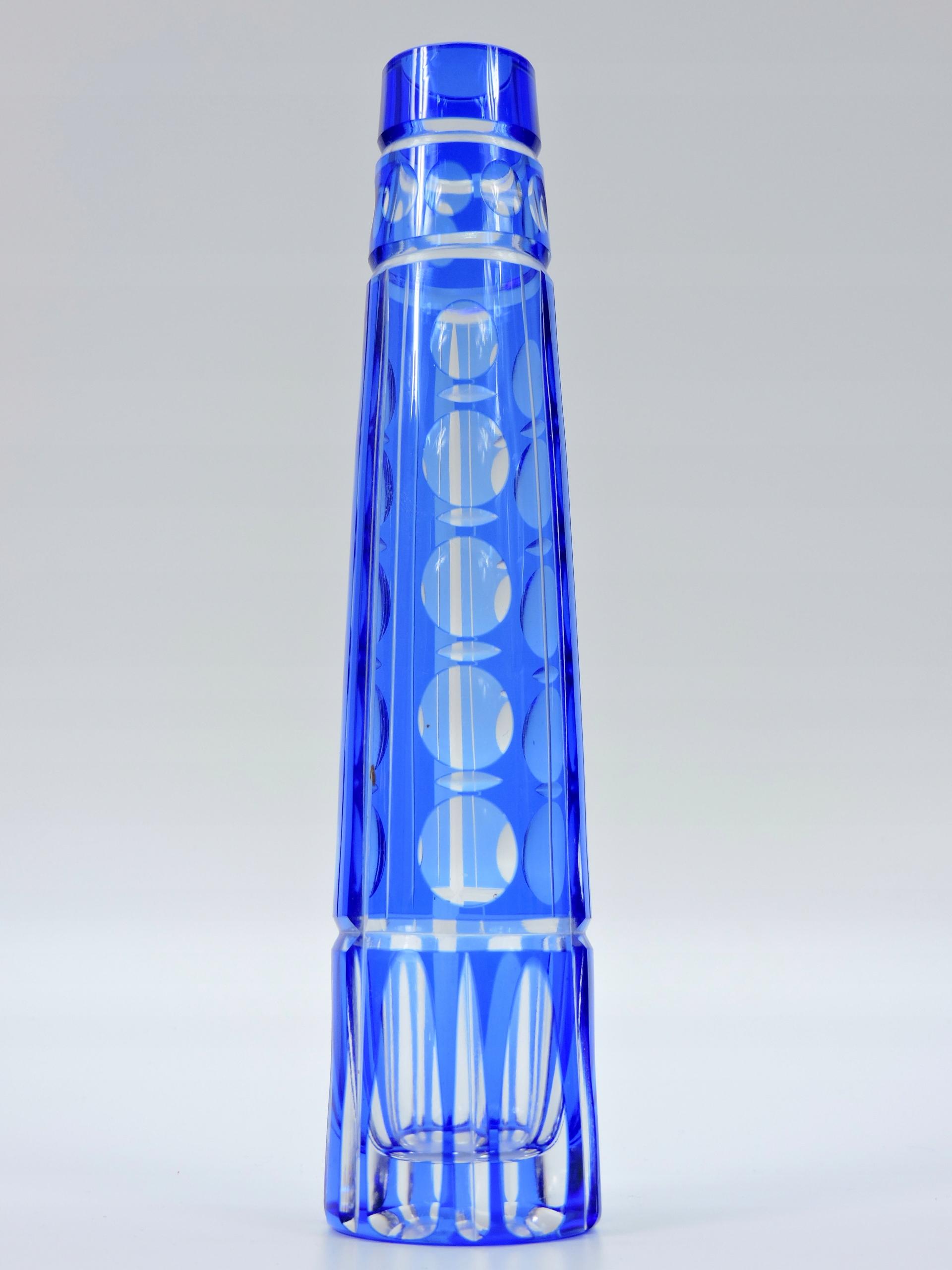 Ваза синий кристаллический объектив М. Фойгт 1960