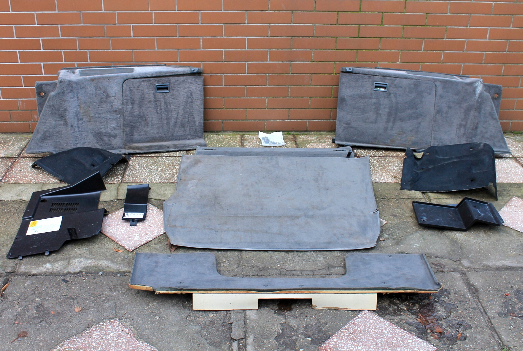 bmw e30 универсал - пол обивка багажник шторки