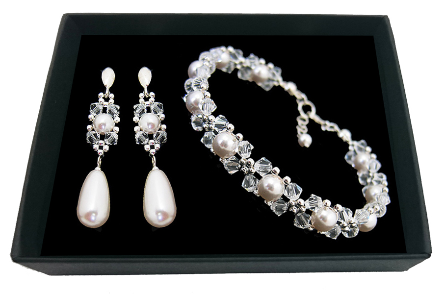 Item Bridal jewelry with crystals and SWAROVSKI pearls 1963