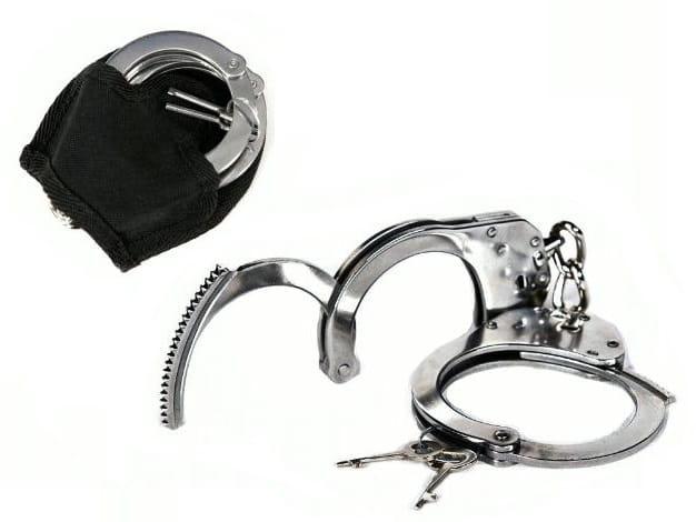 POLÍCIA PUTAMI NA RUKÁCH NEREZ + PUZDRO