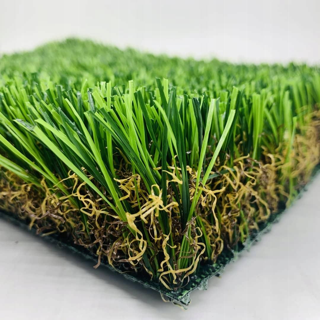 Sztuczna trawa na balkon – zalety, wady, montaż i pielęgnacja