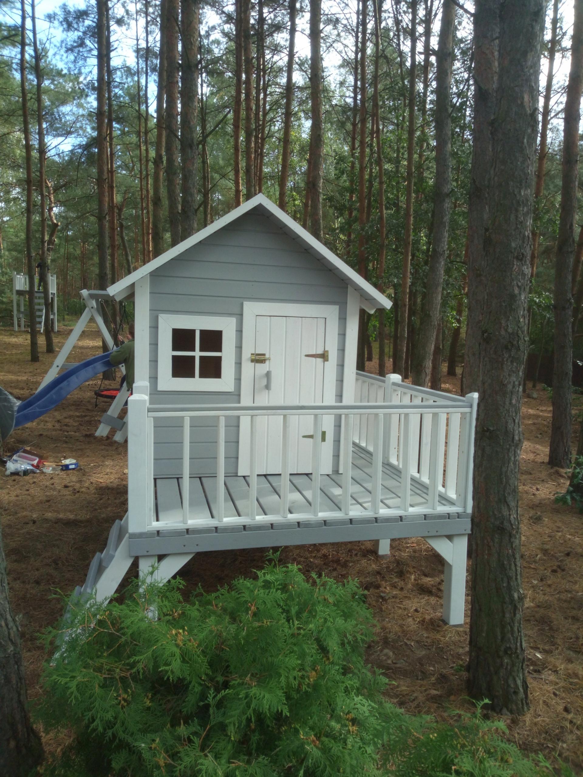 Veľká chata s drevené Ihrisko
