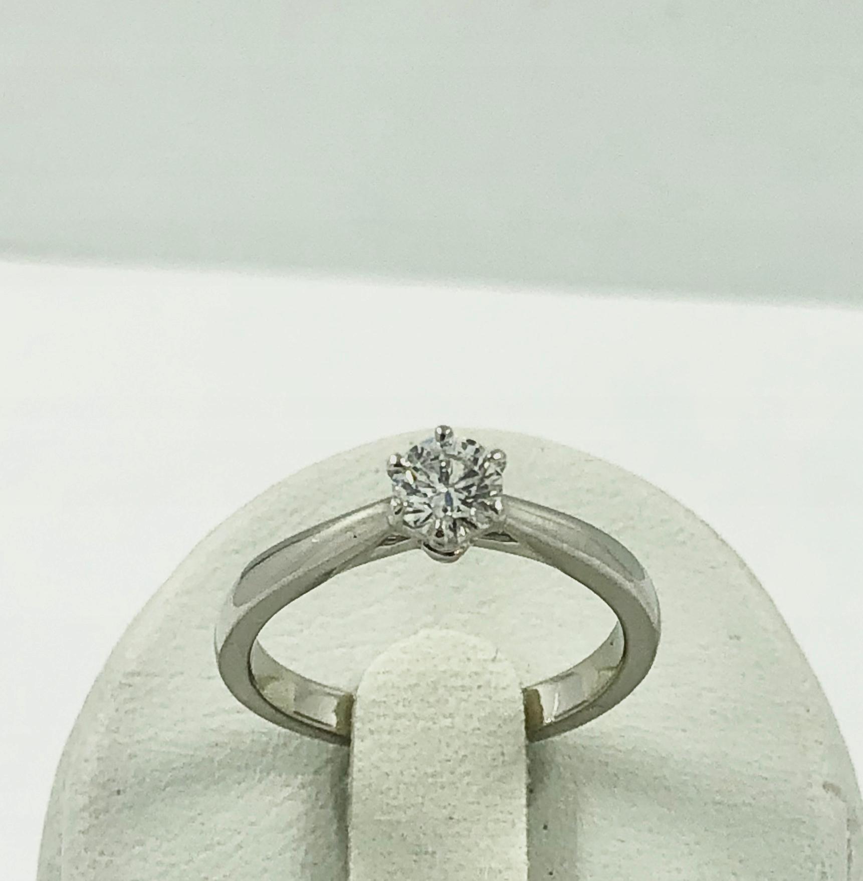 Krúžok v platinum - diamond je 0,3 ct pr. 950
