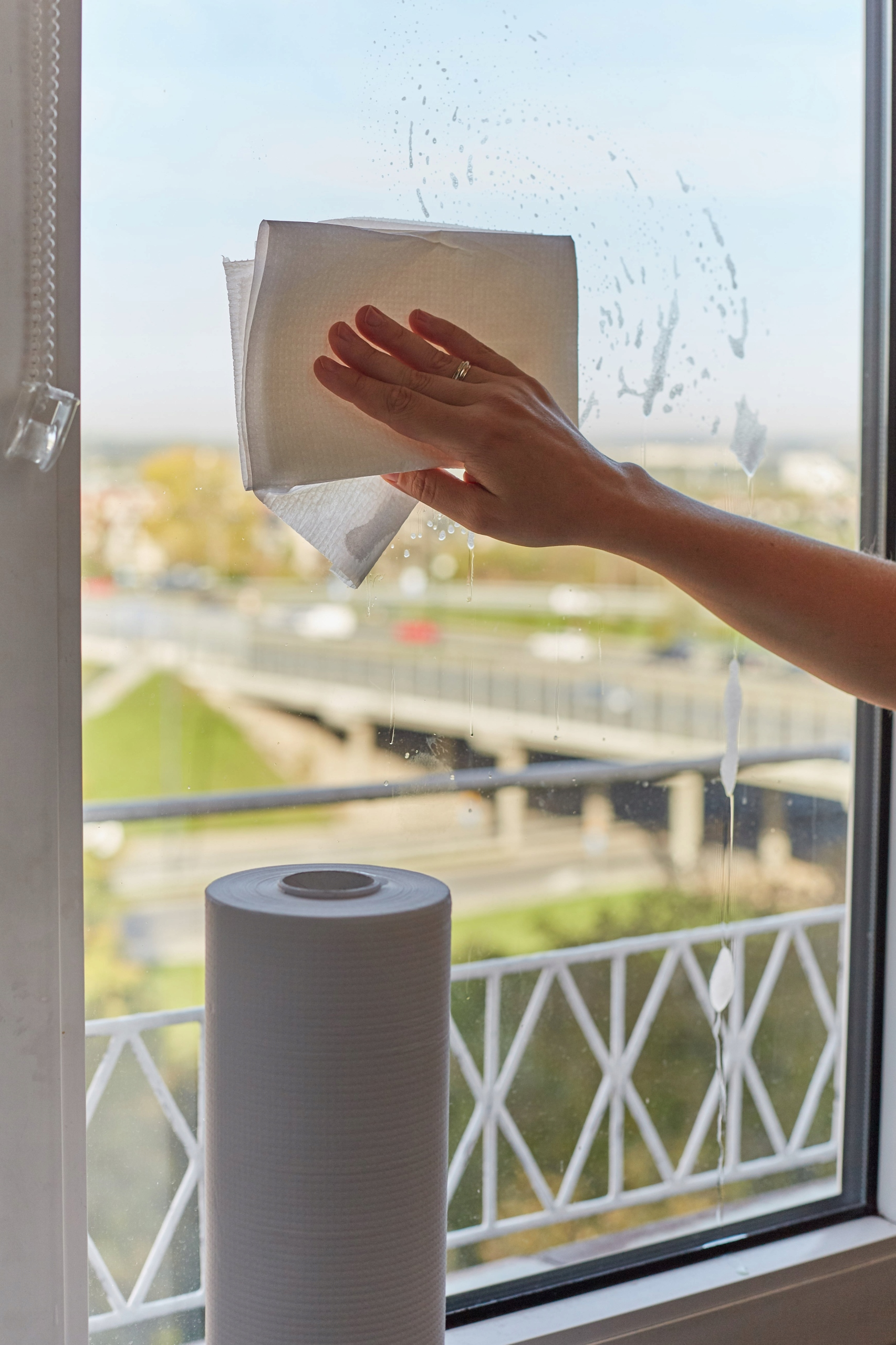Бумажные полотенца для мытья окон и зеркал