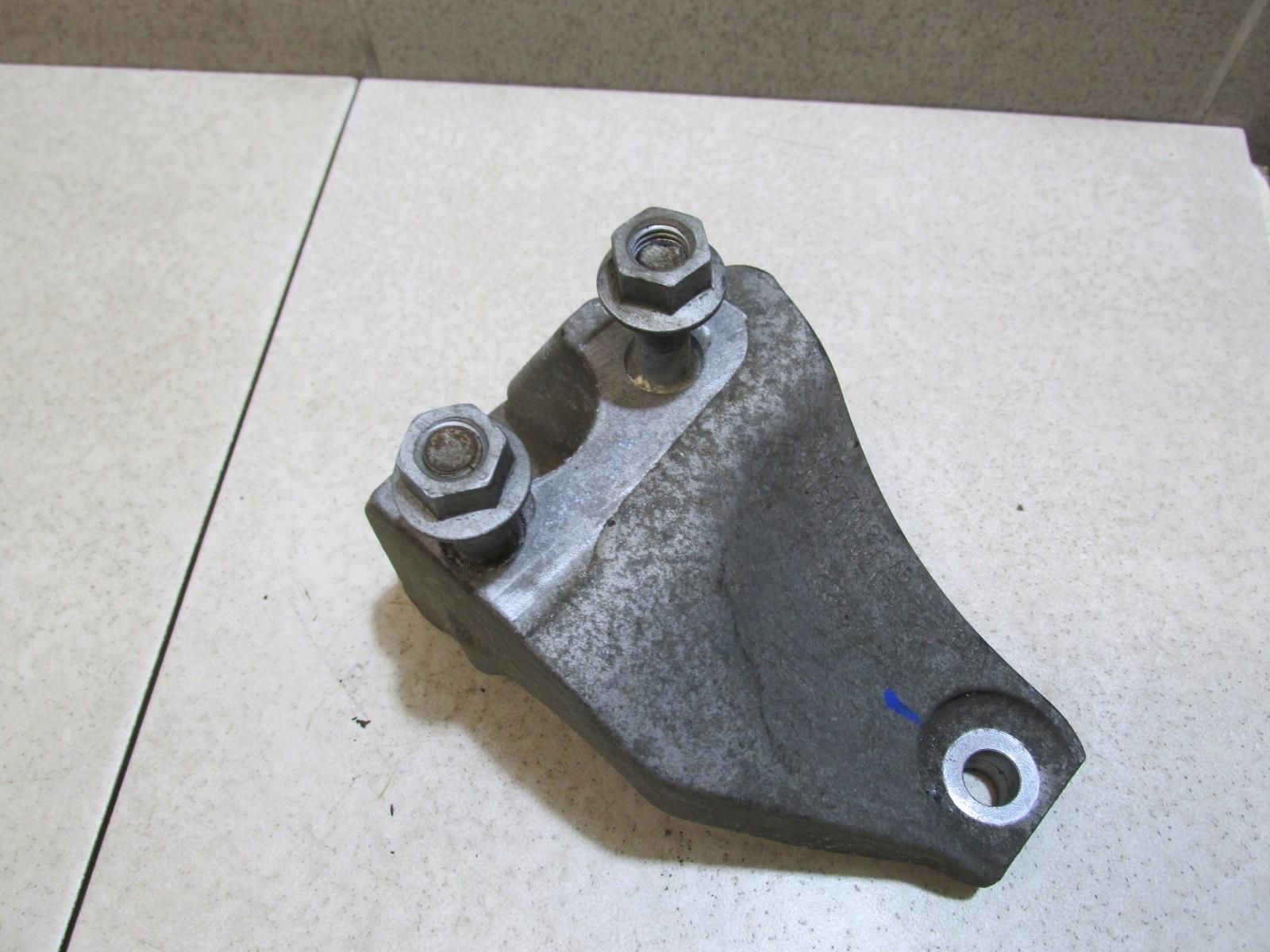 Лапа двигателя коробки нижняя fiesta mk7 1 4 tdci