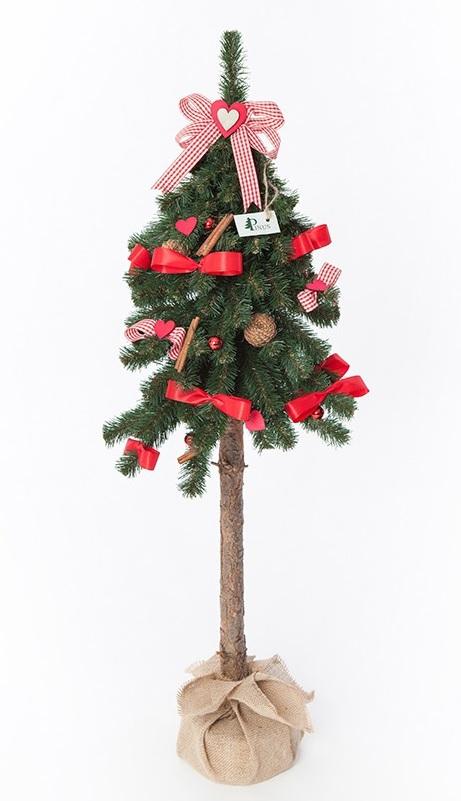 Ľudovo červený dekoratívny vianočný stromček na kufri 110 cm