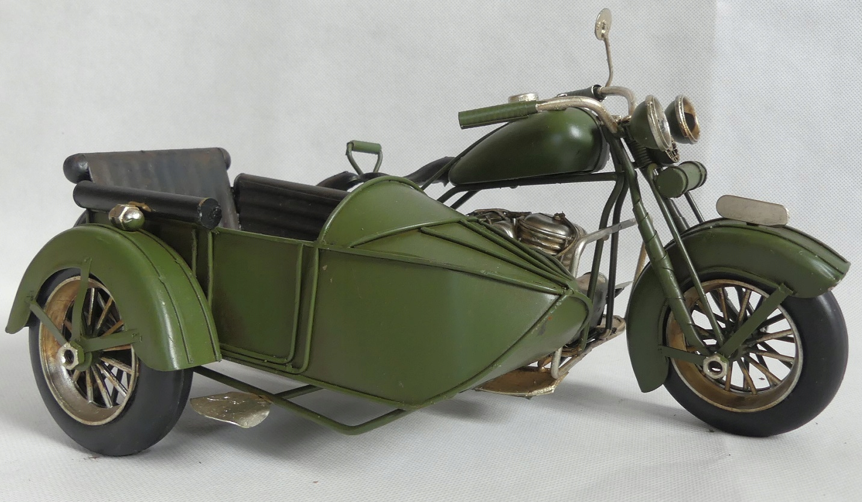 Kovový MOTOR so zeleným košom RETRO vozidlo