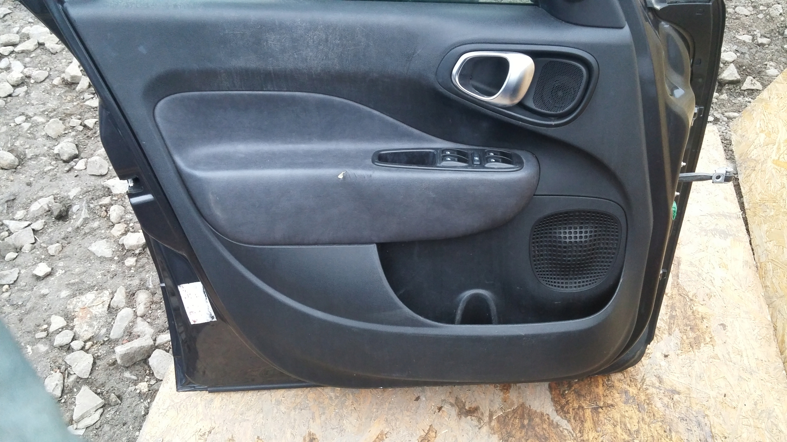 Picture of UPHOLSTERY DOOR PANEL FRONT REAR FIAT 500L 500 L