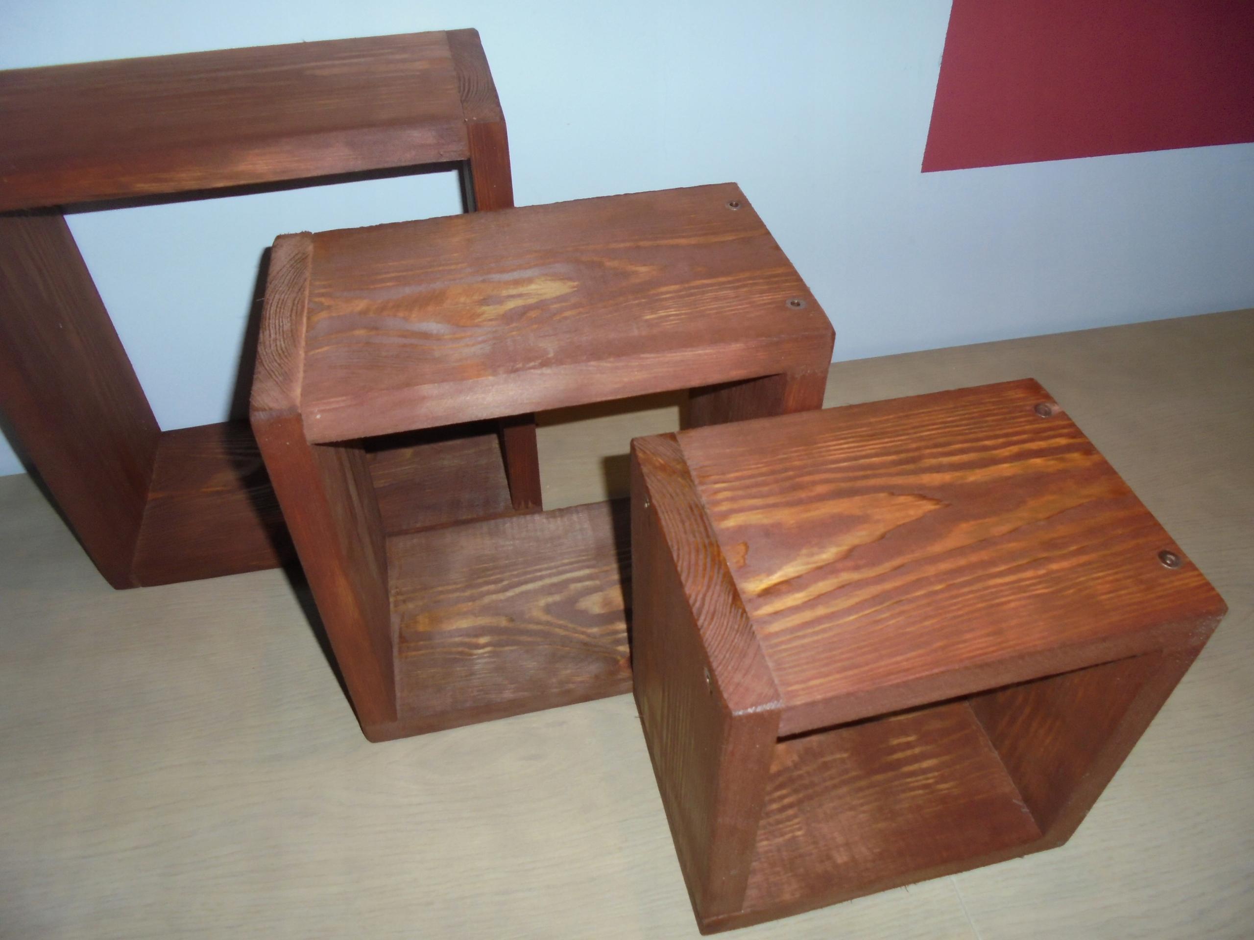drevené police triple