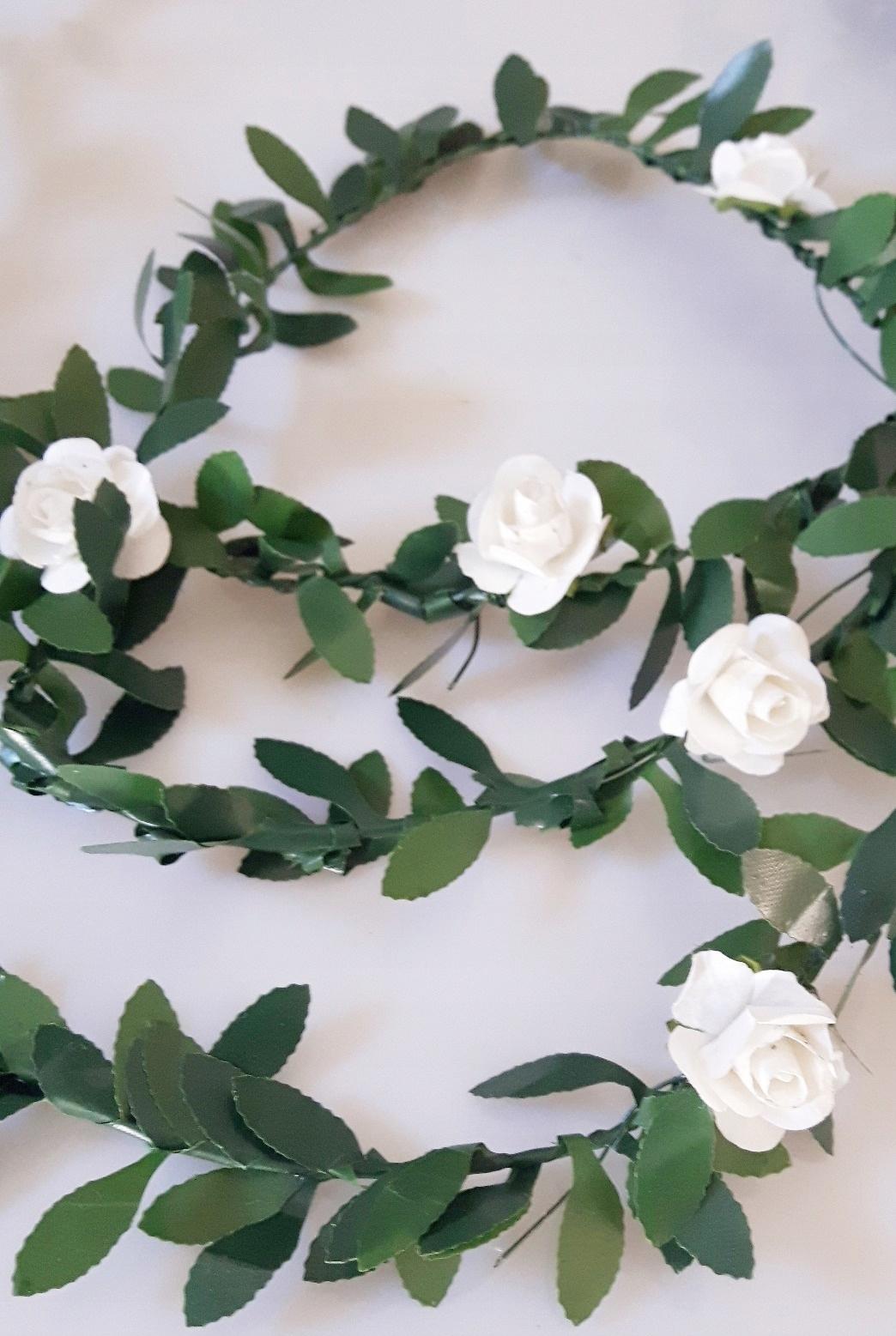 Купить 1,3м. Гирлянда для Первого Причастия, зеленые самшитовые розы на Otpravka - цены и фото - доставка из Польши и стран Европы в Украину.