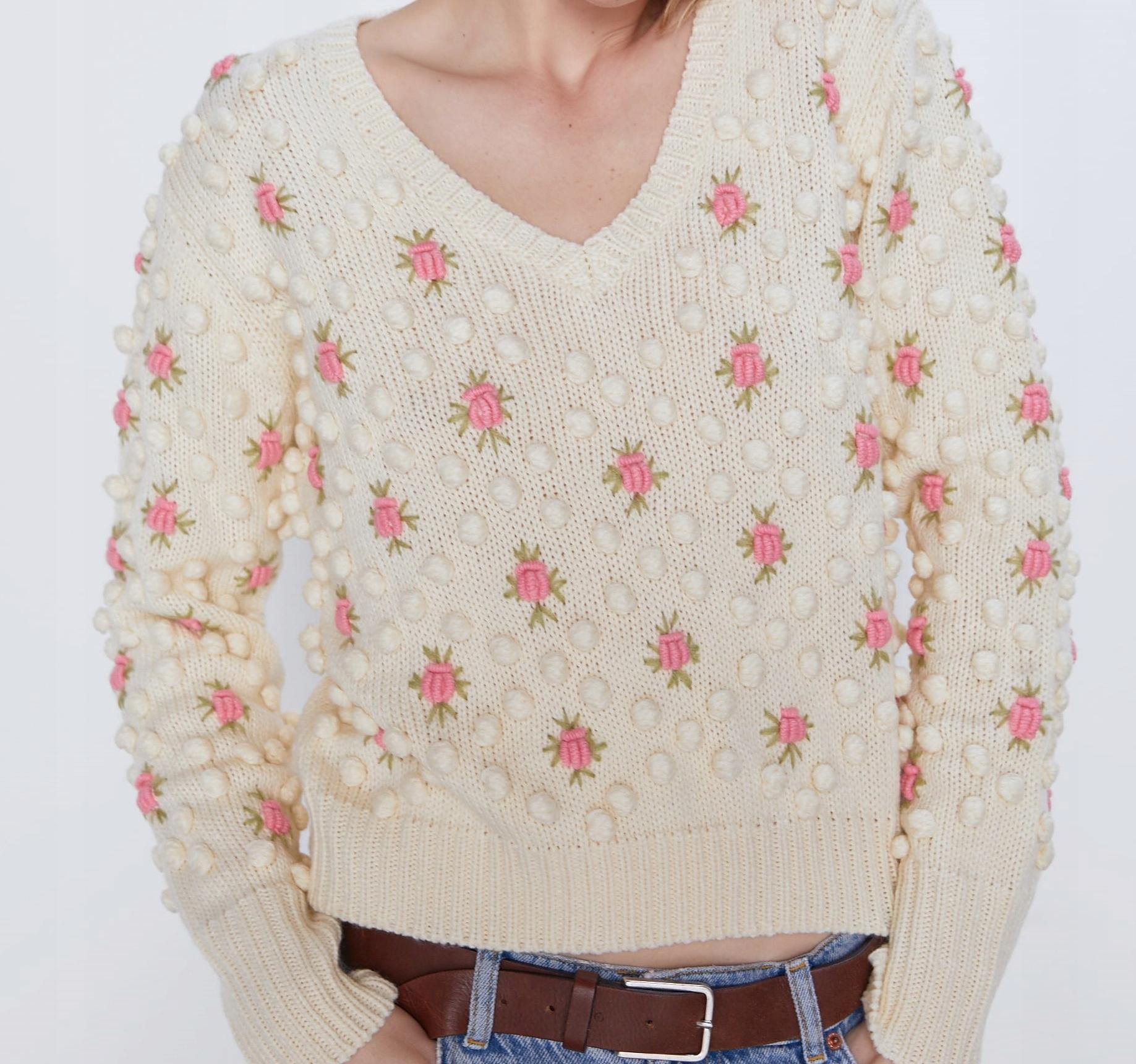 Sweter w Kwiaty z Pomponikami - ZARA M