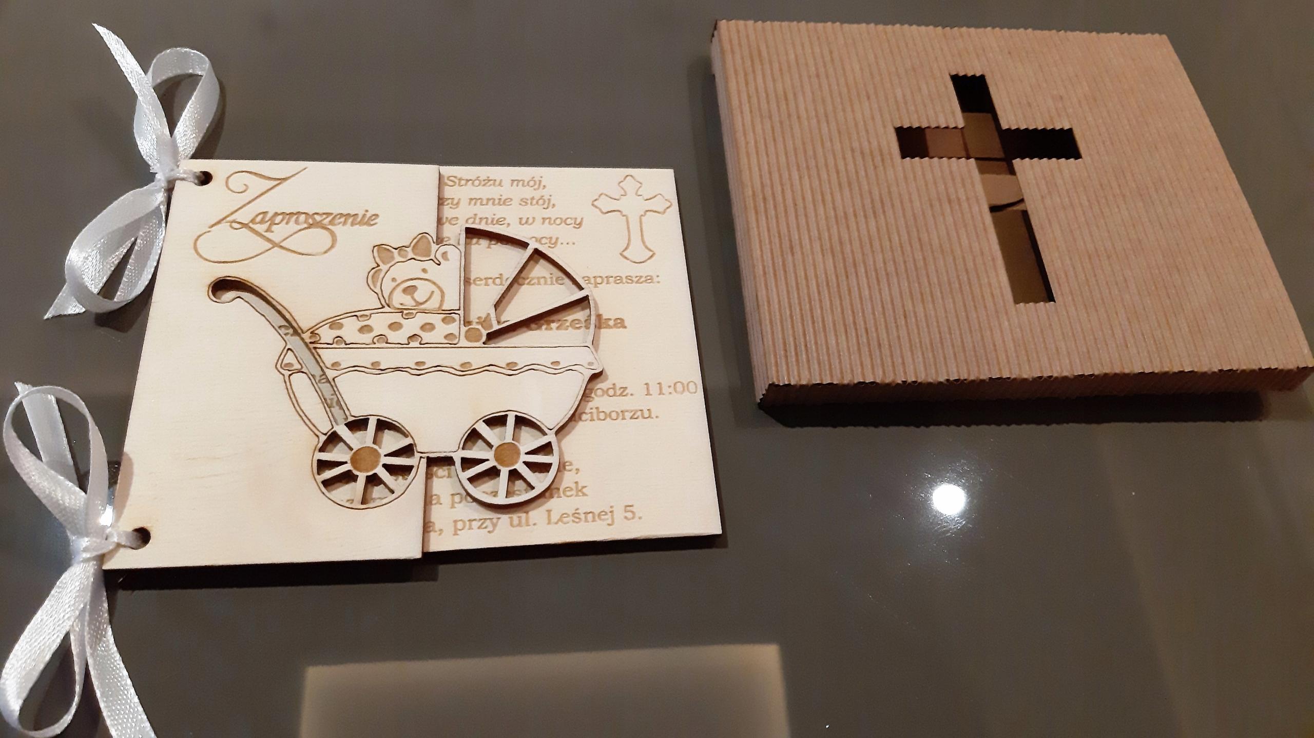 drewniane zaproszenie na Chrzest Święty; Chrzest Święty; zaproszenia grawerowane; zaproszenia spersonalizowane;
