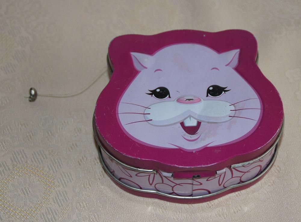 Металлическая банка голова кота