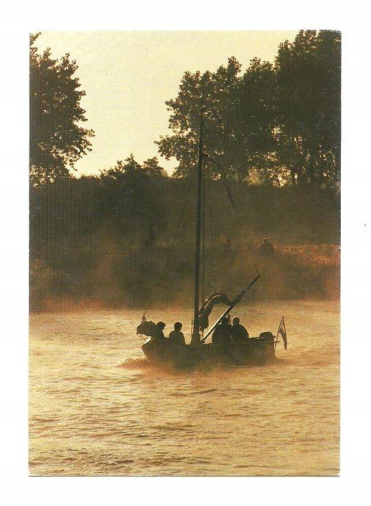 Pocztówka - Żaglówka w porannej mgle ...