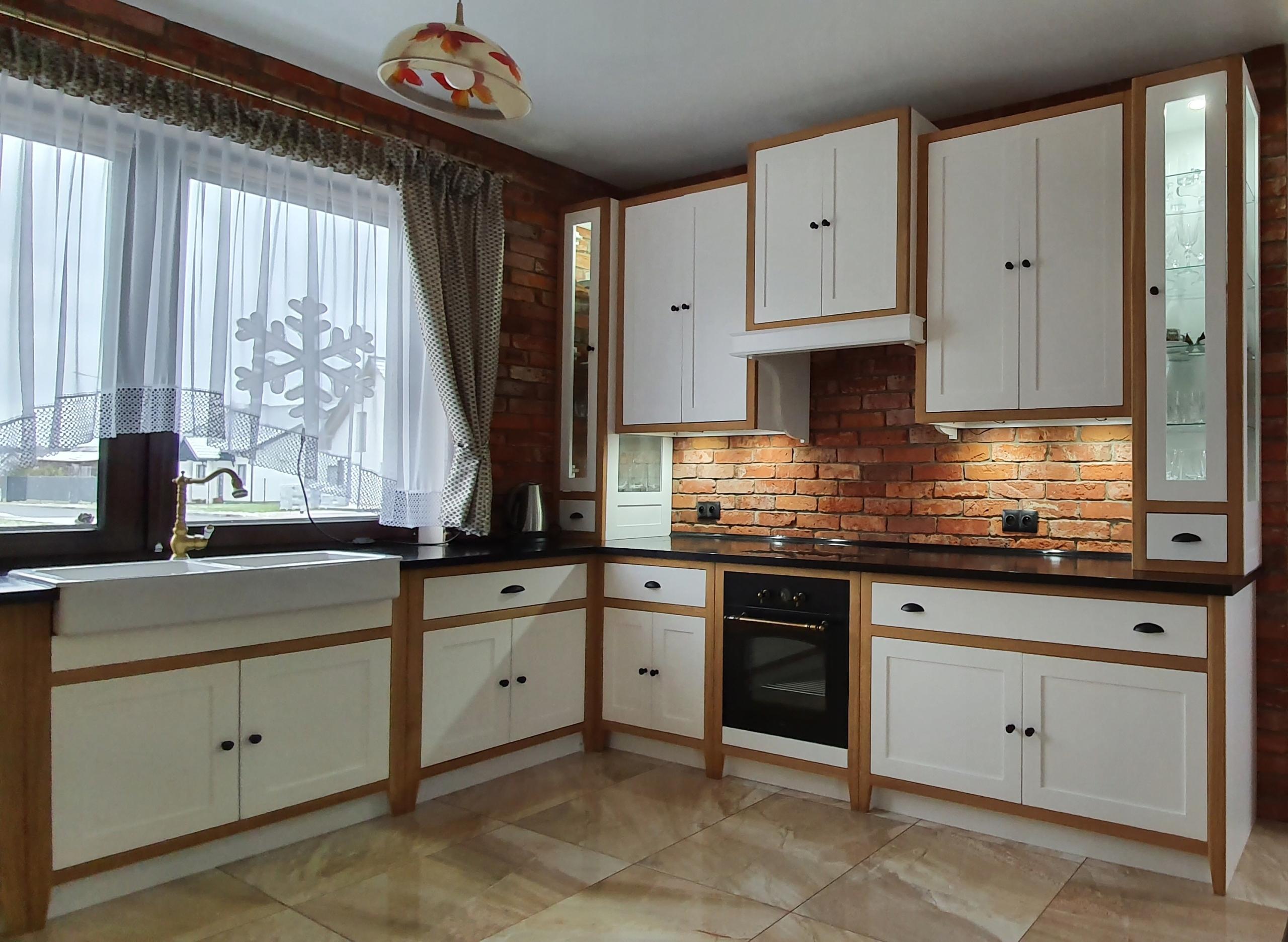 Kuchynský nábytok, drevo, retro, anglický štýl