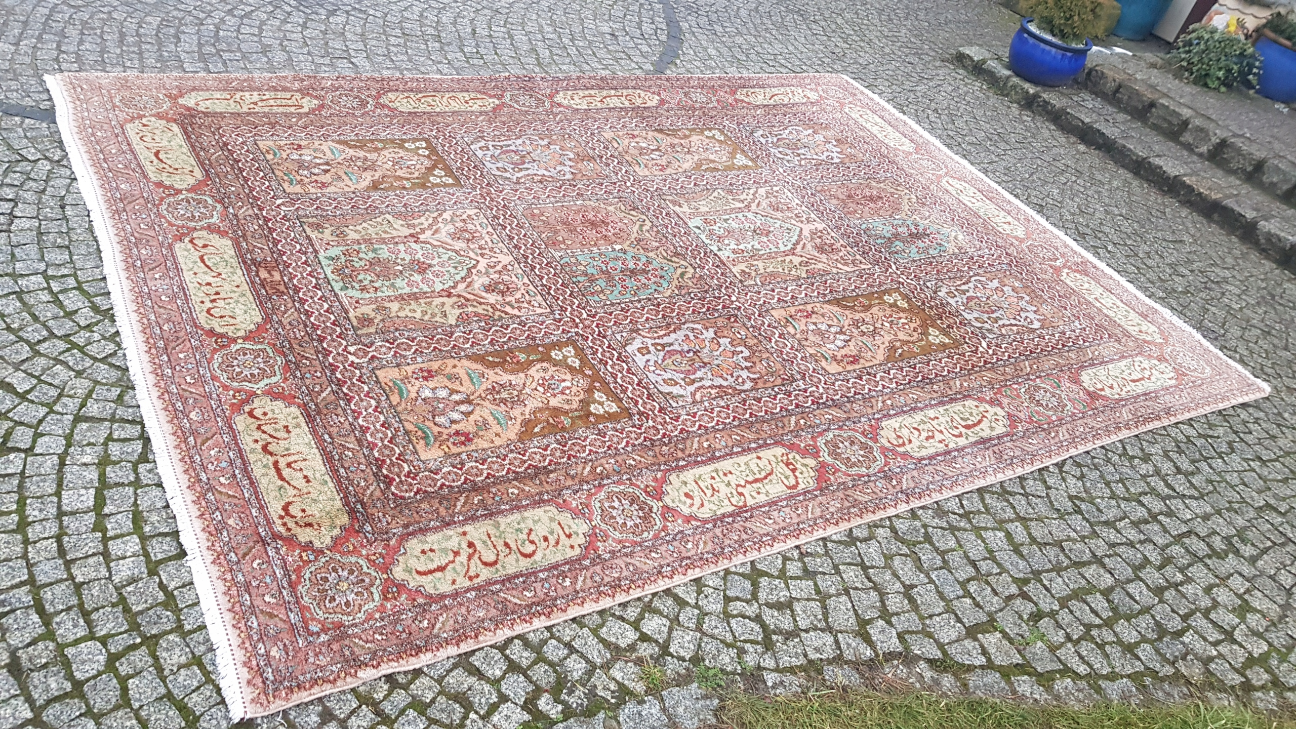Item TABRIZ IS A BEAUTIFUL SIG. R. KNOTTED PERSIAN RUG 250/350CM