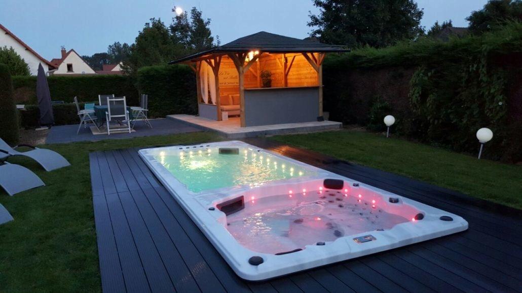Гидромассажная ванна джакузи swimspa 594x228cm