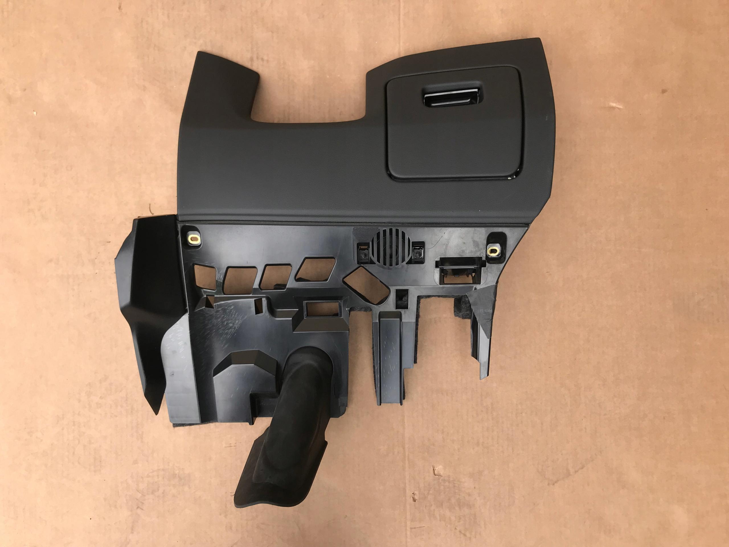 Тайник водителя AUDI Q8 4M8863075 24А