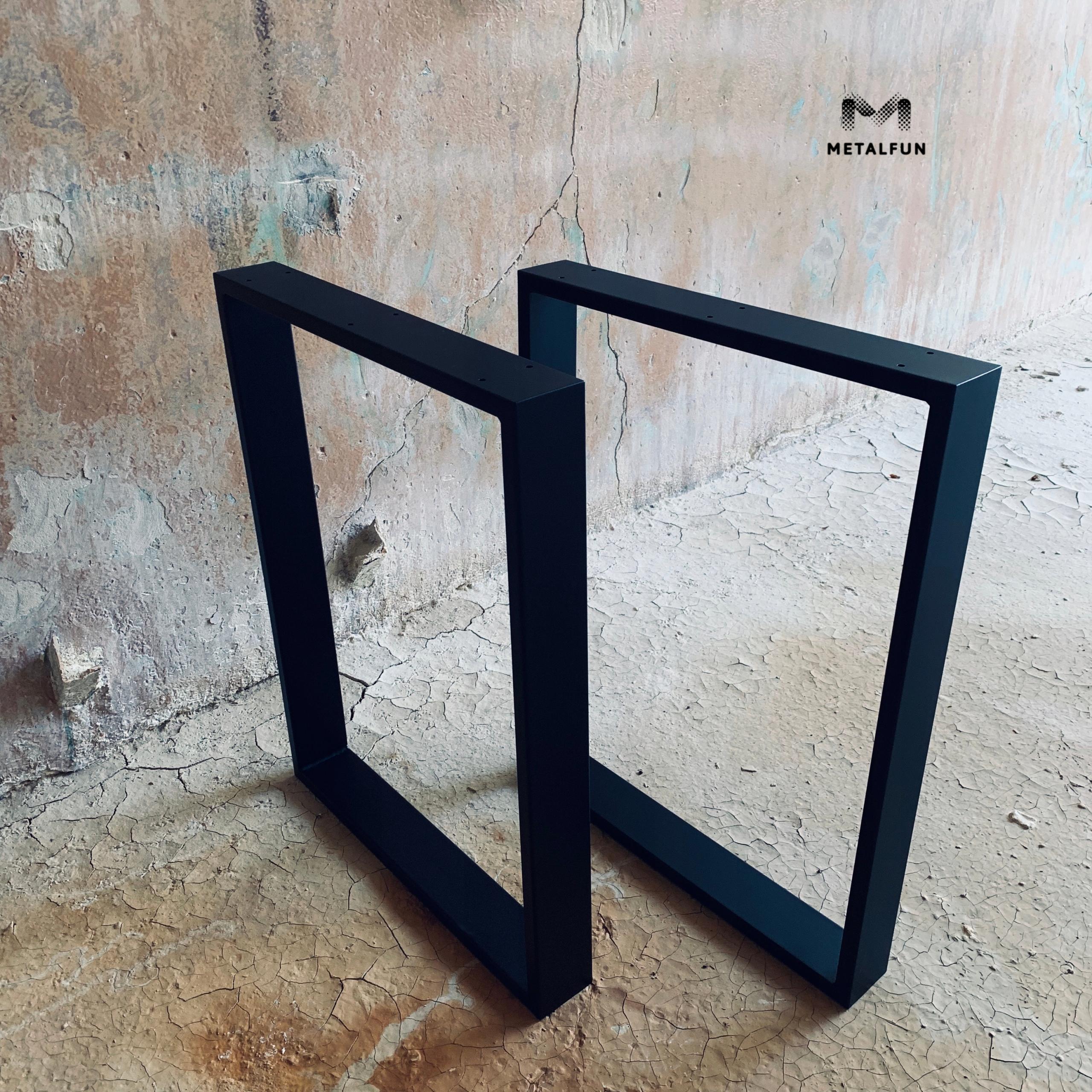 Metalowe nogi do biurka wykonane z metalowych rurek