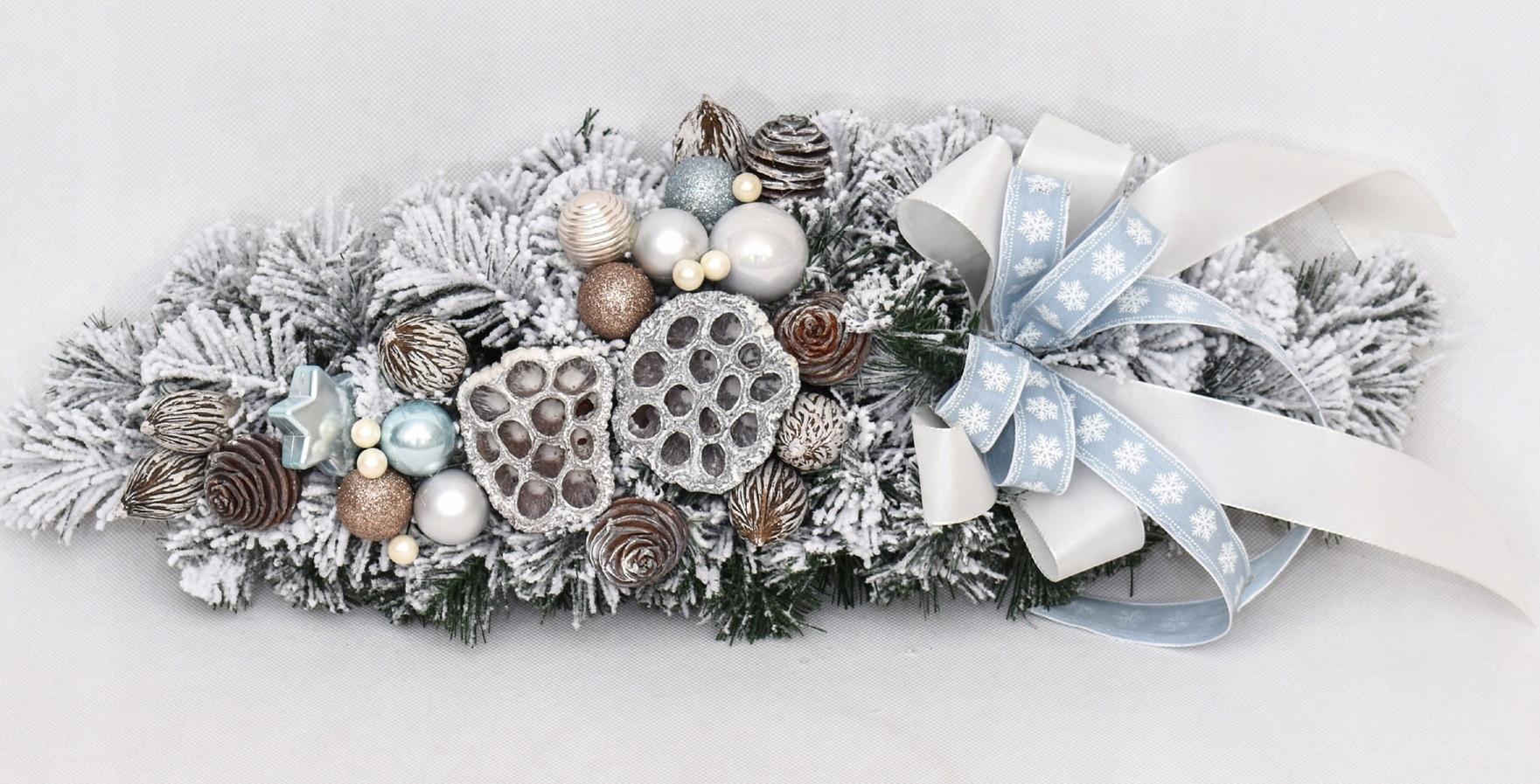 Vianočný snehový rožok zdobený Snehovo modrou 40cm