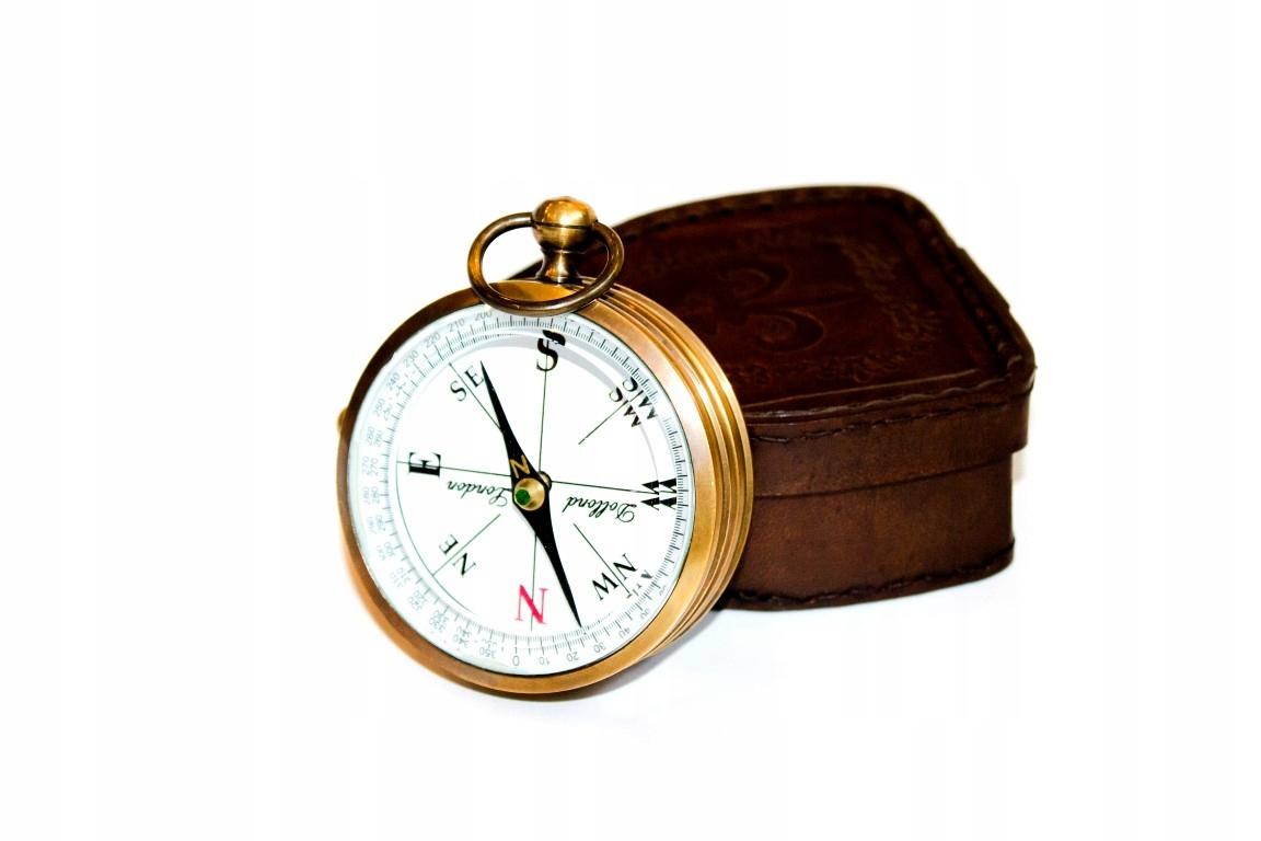 Kompas v kožené puzdro