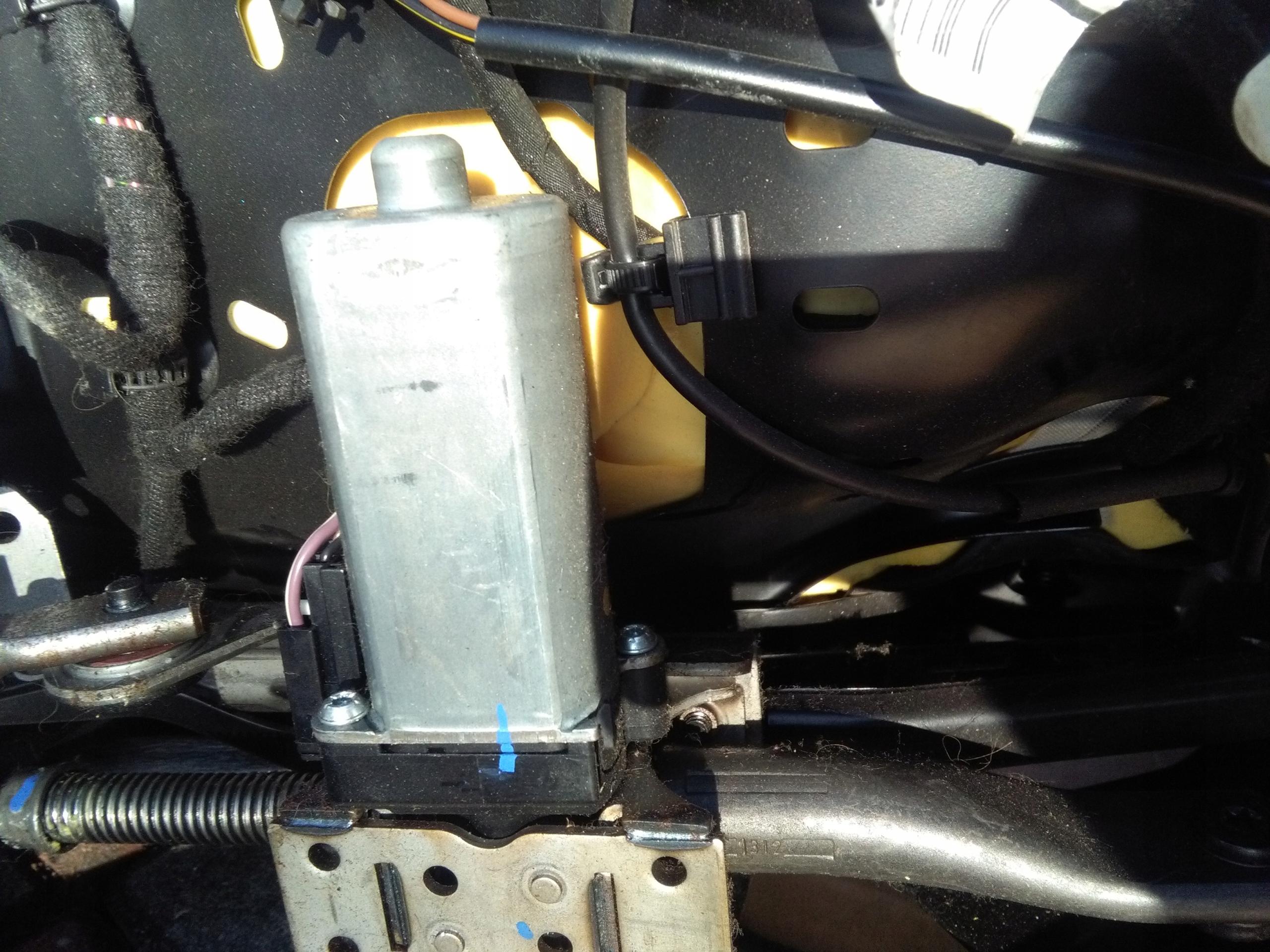 двигатель кресла правый skoda superb ii