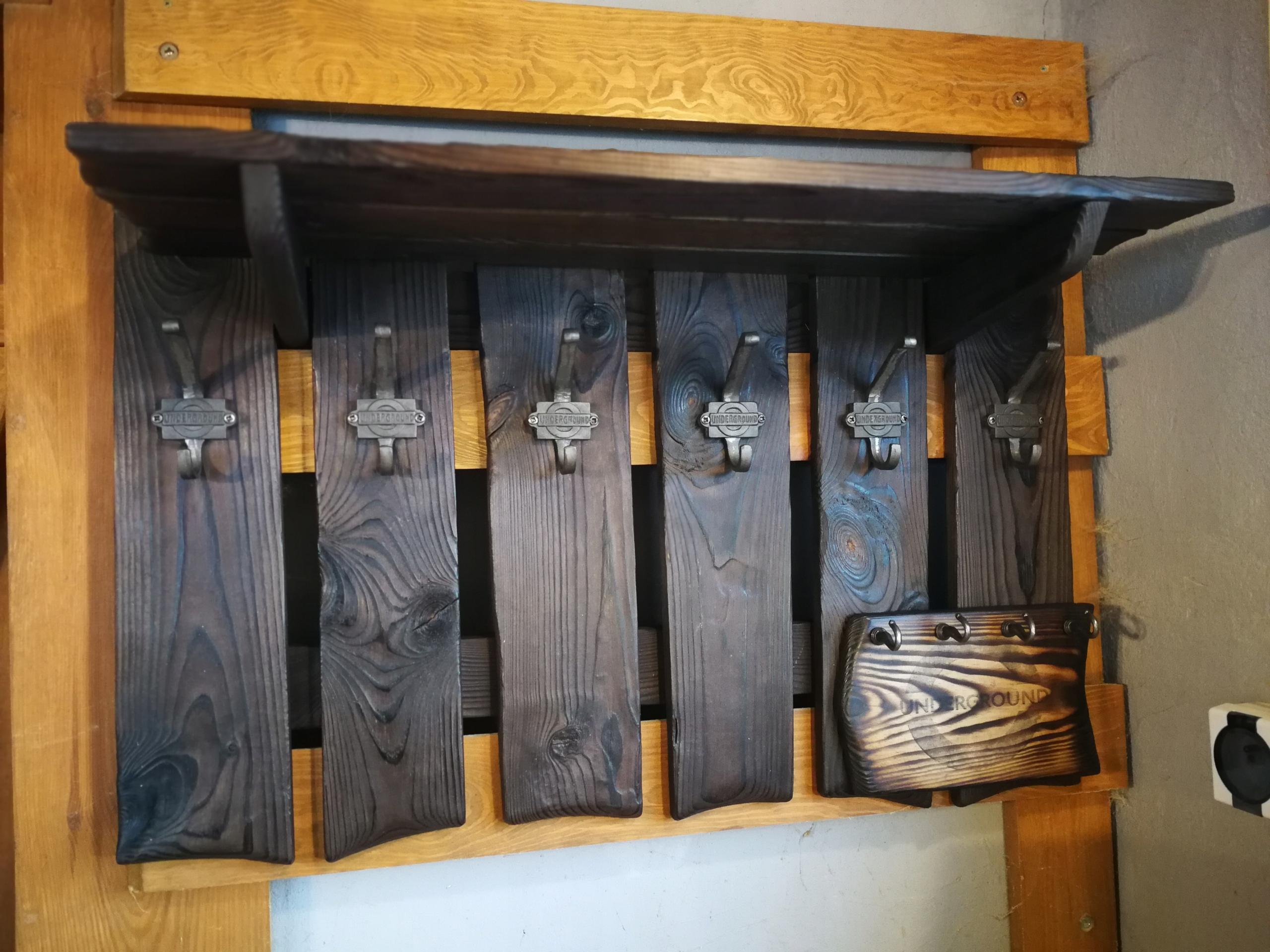 Vešiak dreva vintage rustikálny loft