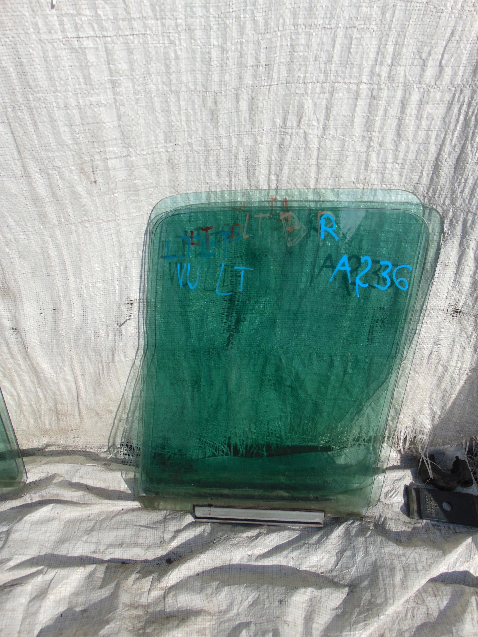 vw lt 95-06 стекло боковая двери права