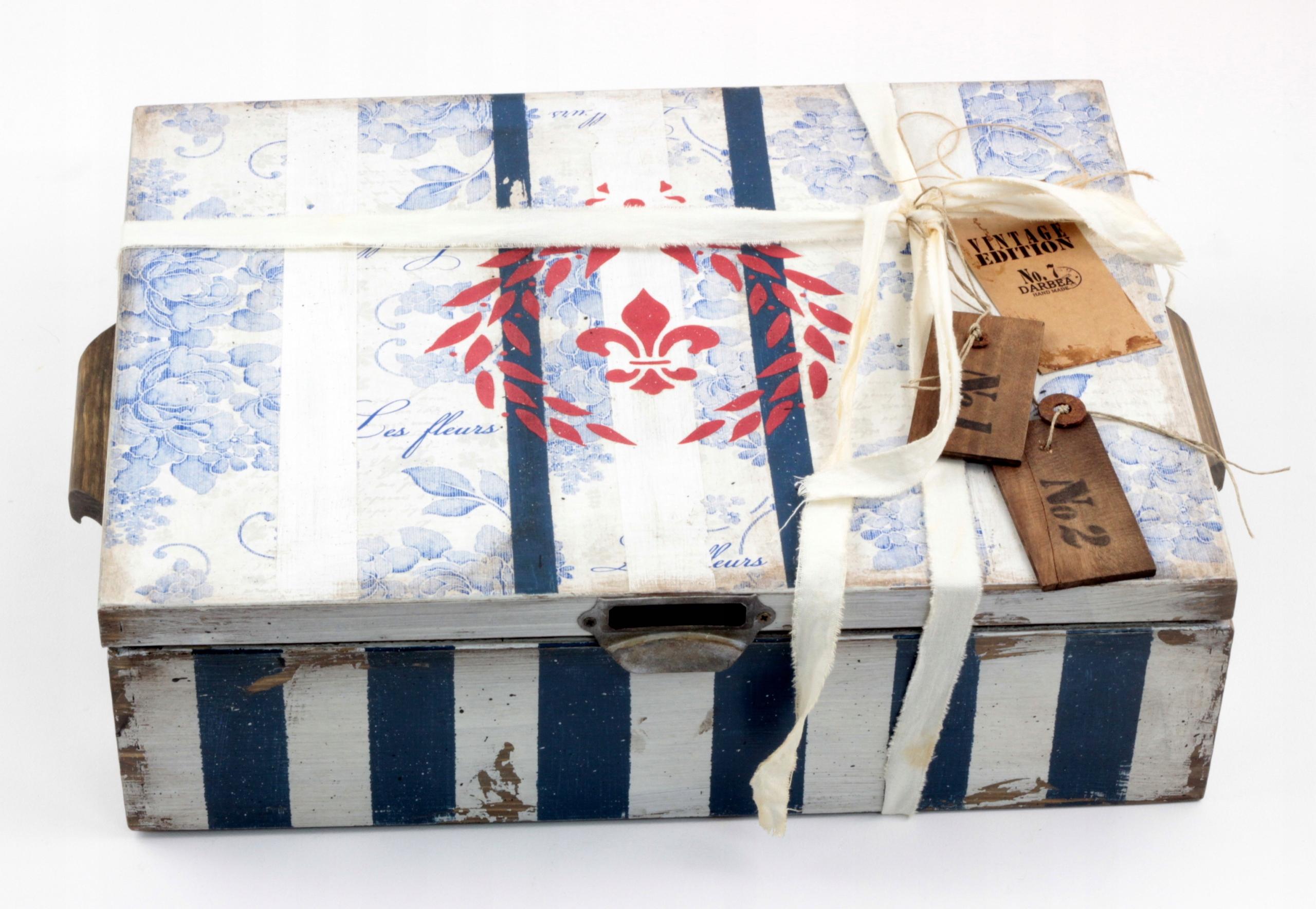 Hrudník Retro Stripes v bielej a námorníckej farbe + 2 prívesky