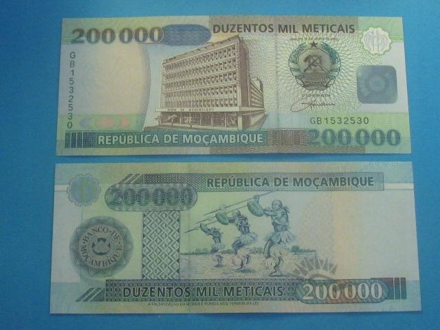 Mozambik Banknot 200000 Meticais 2003 UNC P-141