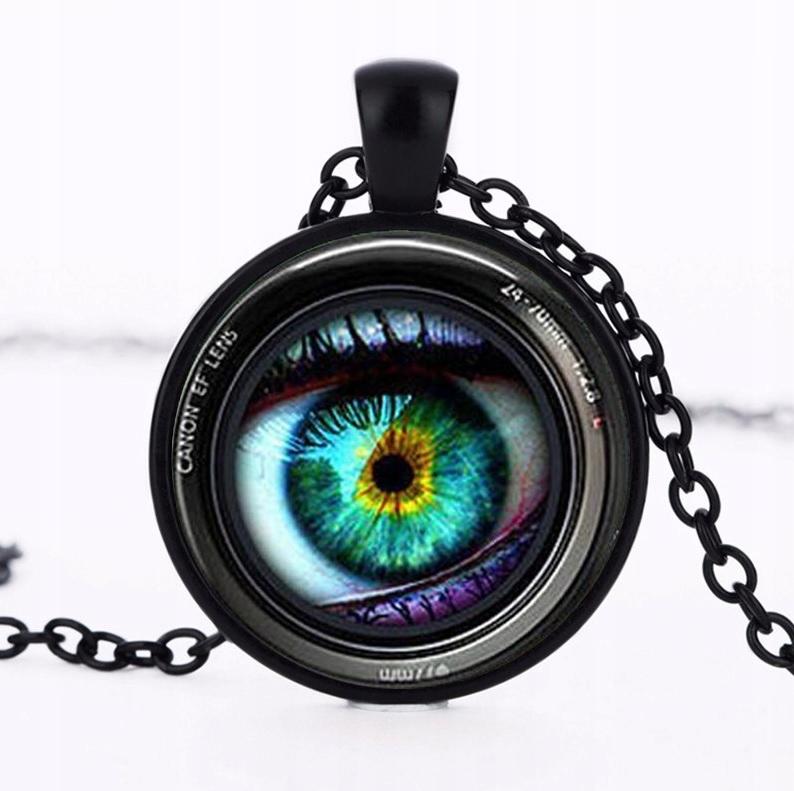 Wisiorek obiektyw oko