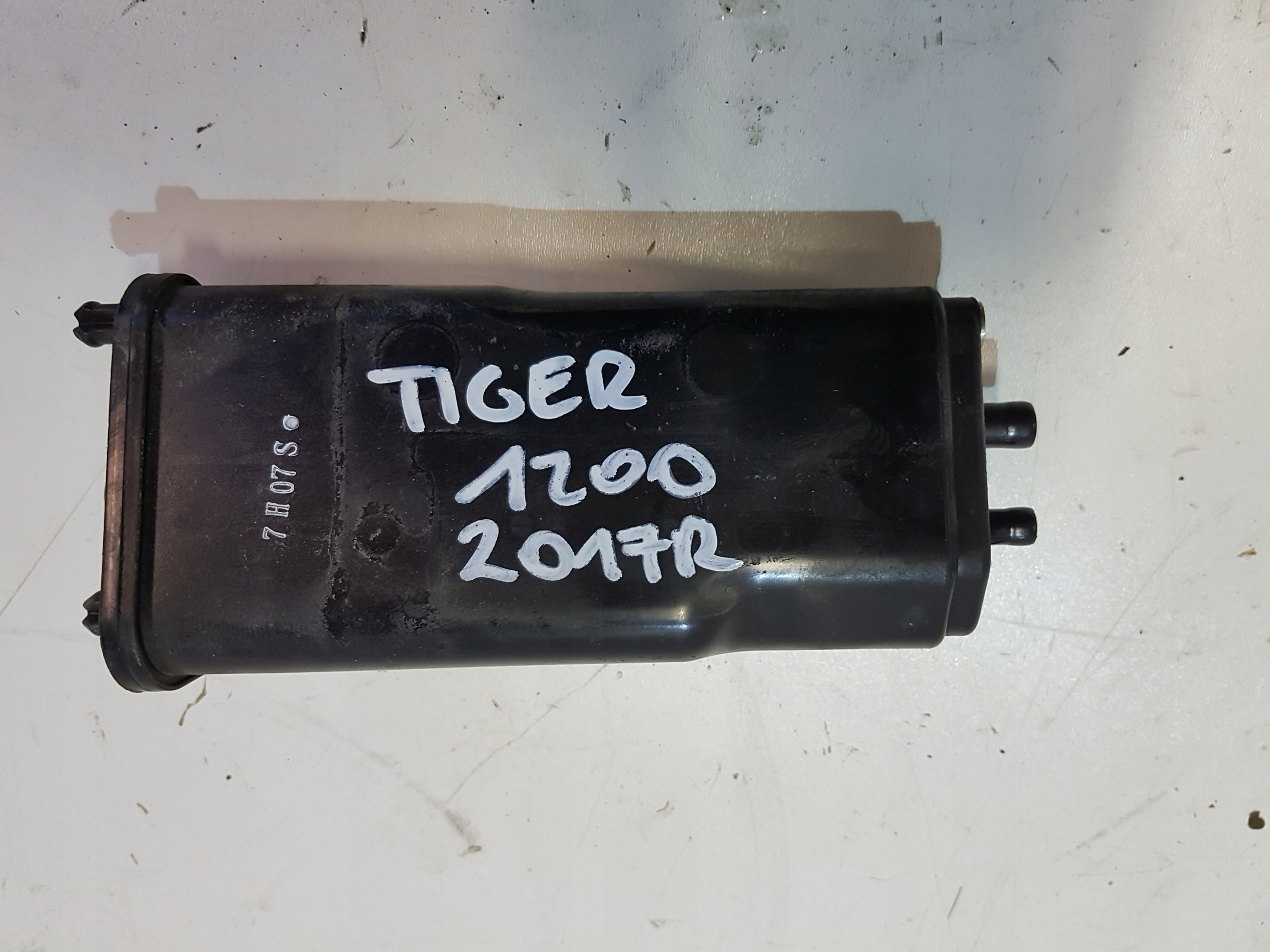TRIUMPH TIGER 1200 filtr węglowy par paliwa