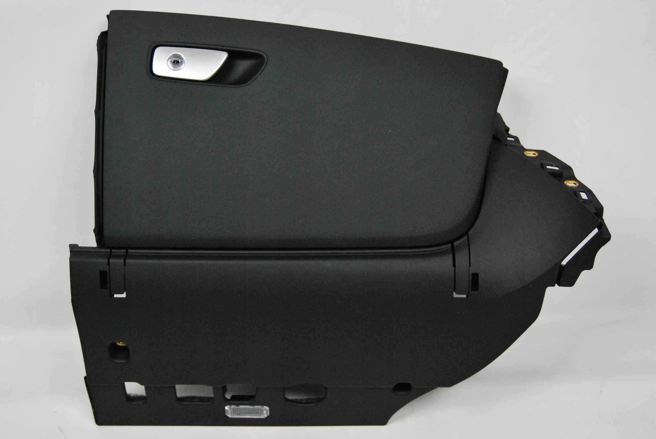 Тайник пассажира Audi R8 4S1857096A 38М