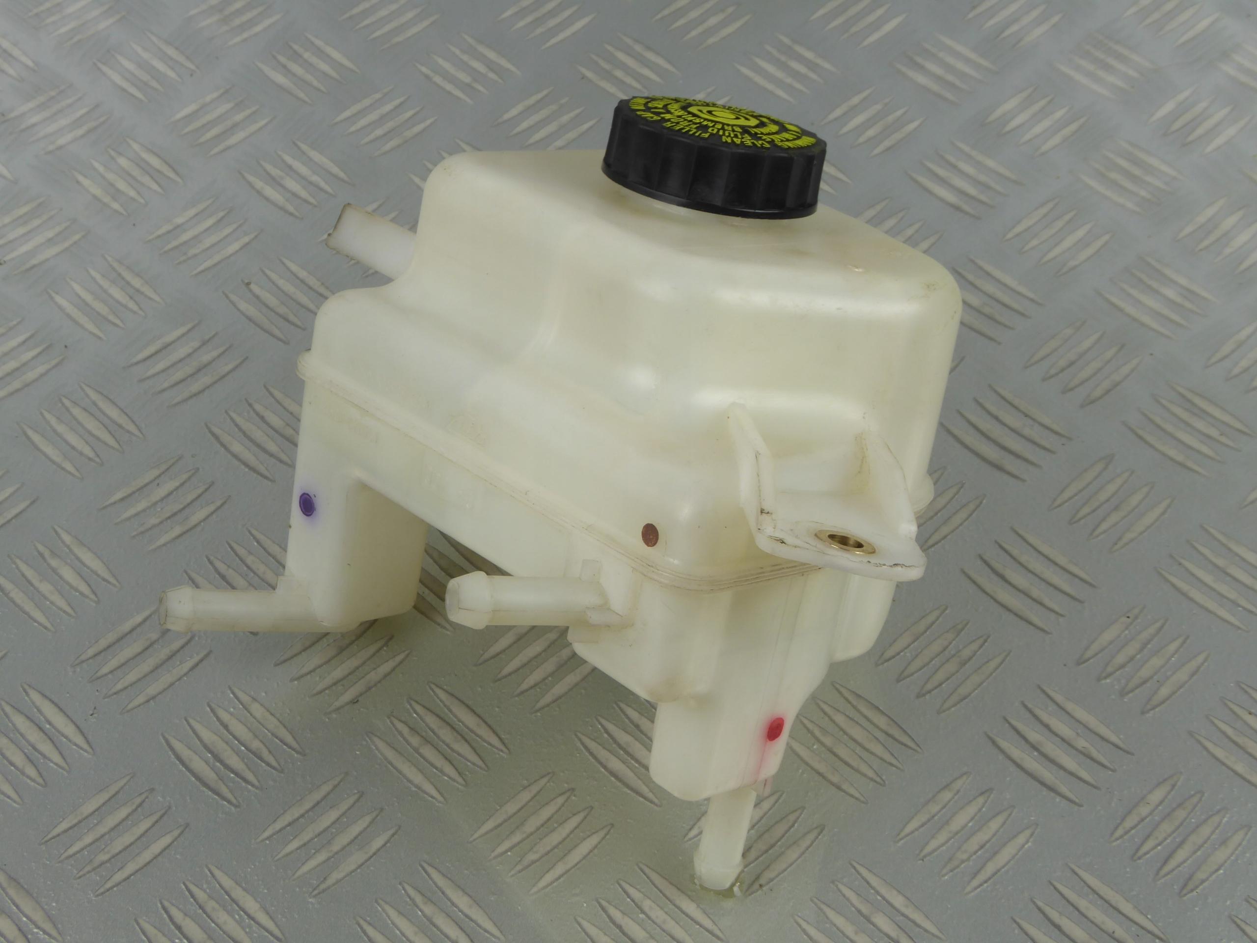 бачок жидкости тормоза lexus ct 200h 1 8