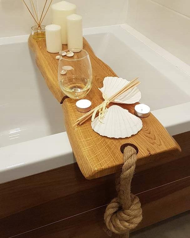 Stravovanie v kúpele, poličky do kúpeľne, stromček, darčeky,