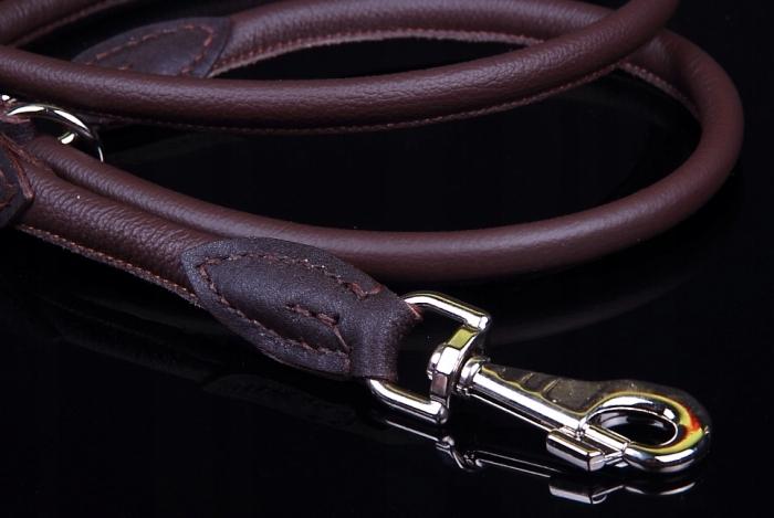 Pes vodítko je vyrobené z kože, pre veľké psy - 220/10 mm