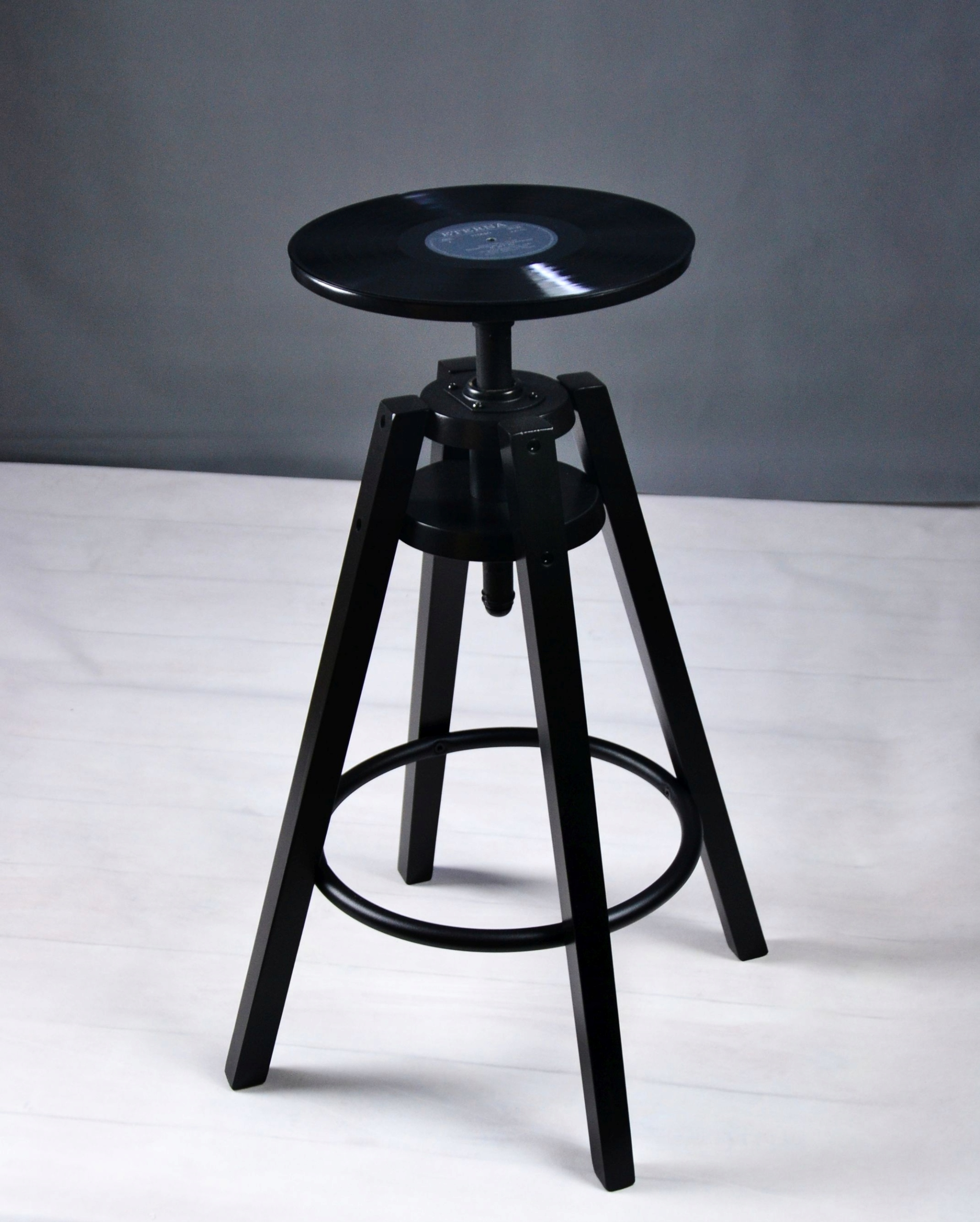 Vinylová retro stolička s vinylovými platňami
