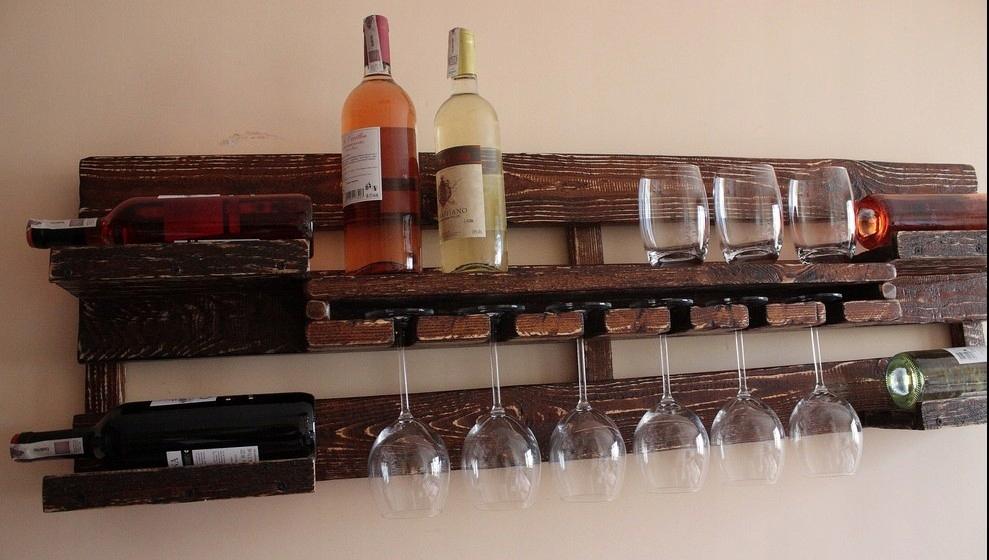 Polica na víno, liehoviny vešiak rustikálny vintage