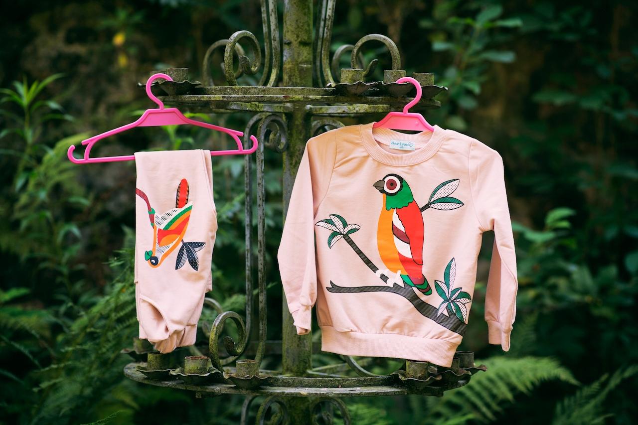 Dres dla dziewczynki różowy papuga 140 Rękaw długi rękaw