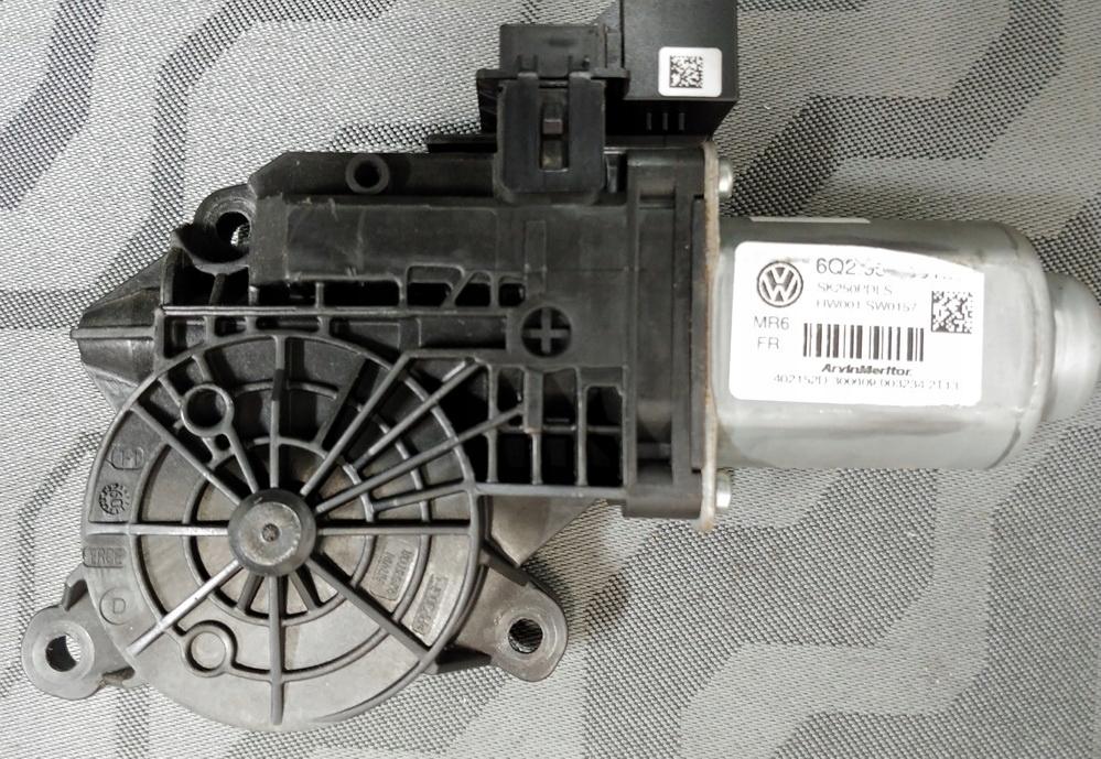 двигатель стекла правый vw поло fabia 2 08- 6q2959801g