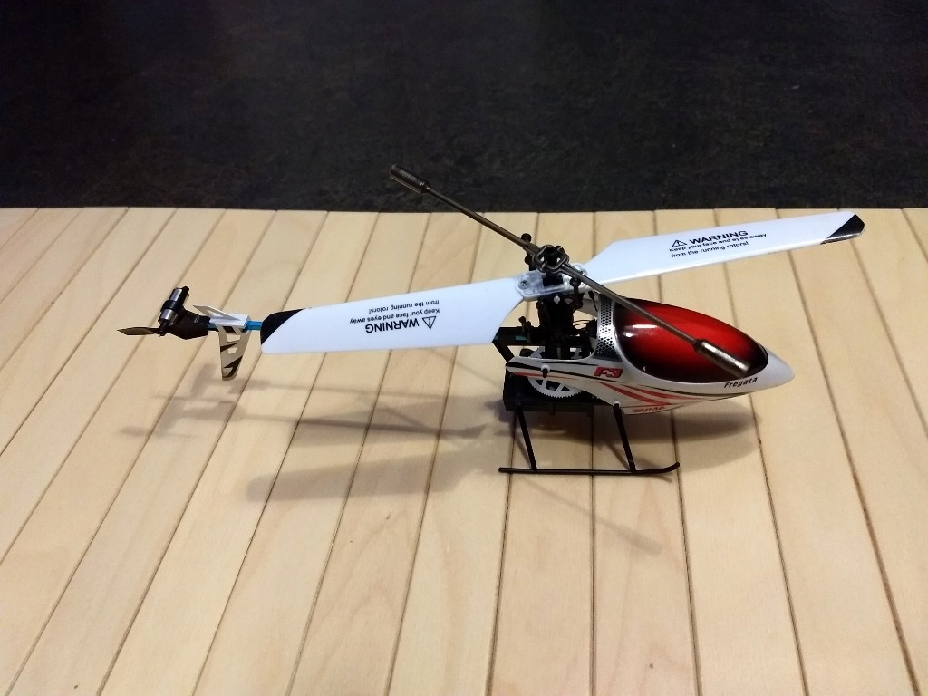 Helikopter Syma F3