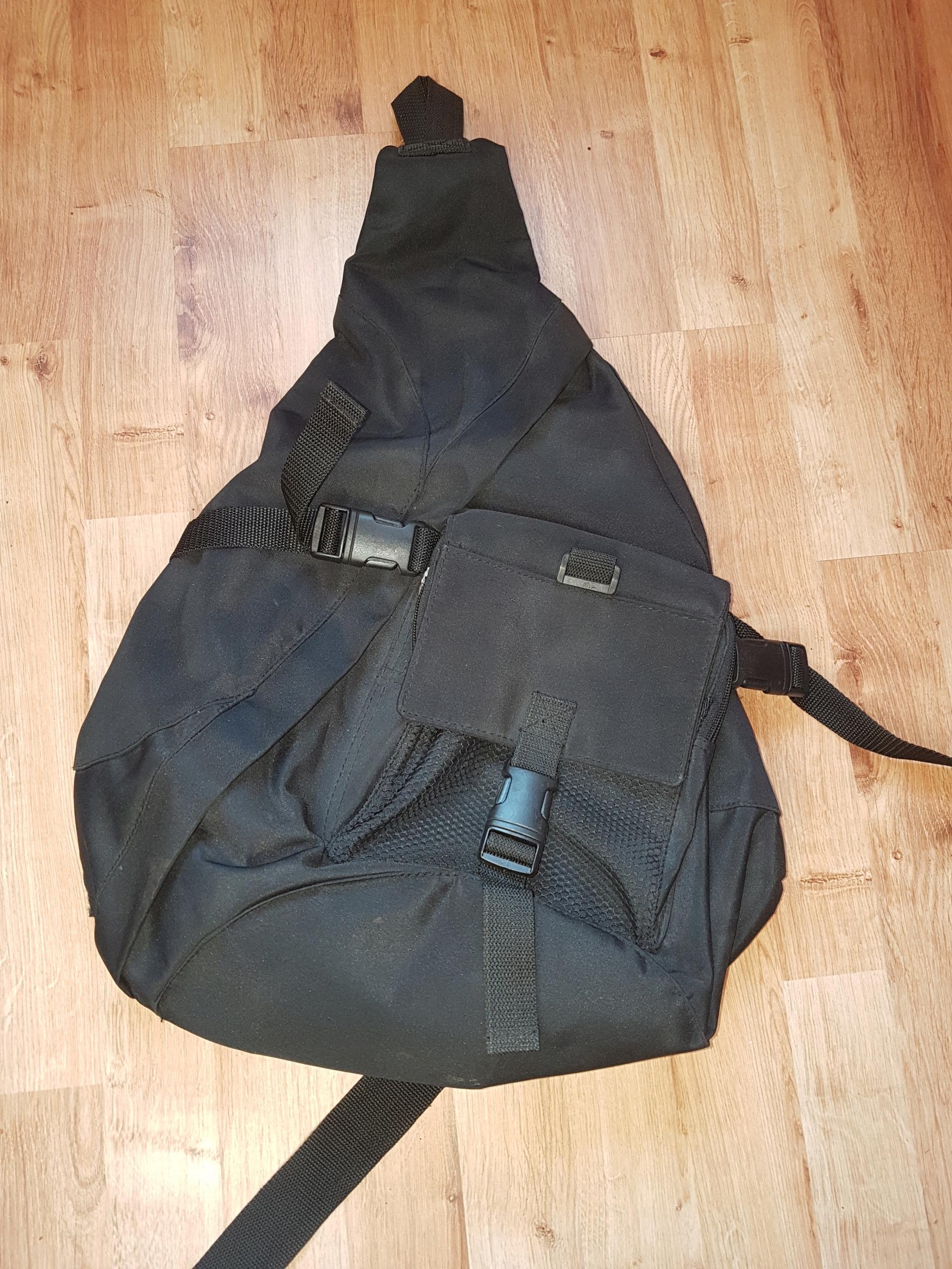 Plecak na jedno ramię czarny 56 cm
