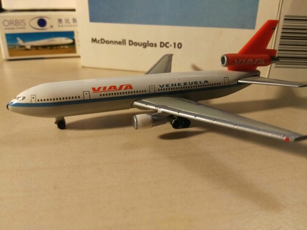 Model samolotu DC 10 VIASA 1-500 Herpa