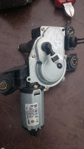 SILNICZEK Wycieraczki tył Volkswagen Passat B6