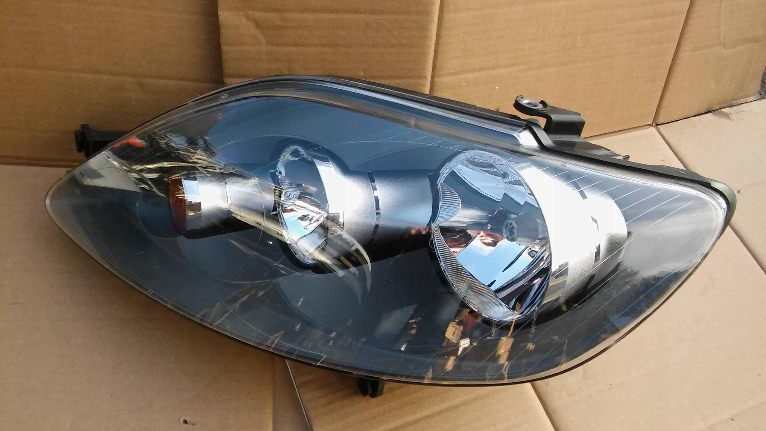 VW GOLF 5 V PLUS REFLEKTOR LAMPA ORYGINAŁ