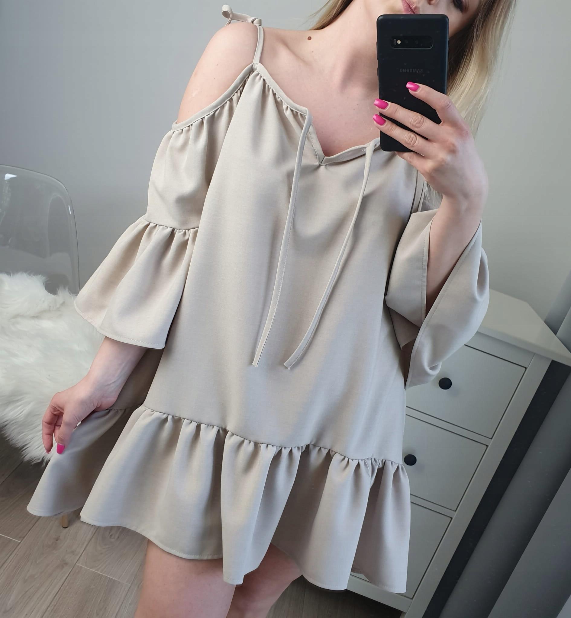 Sukienka z falbaną beżowa z odkrytymi ramionami